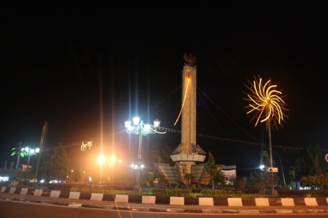 Bundaran Pancasila at night